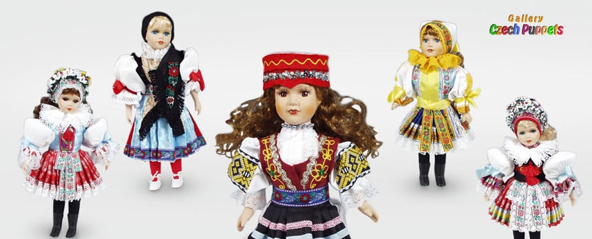 Dolls in folk costumes